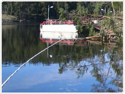 27/04/2008 Участок акватории огорожен плавающим нейлоновым канатом.