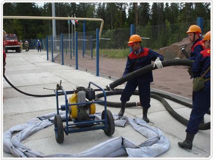 06/08/2009 Для откачки пролитого нефтепродукта используется мотопомпа