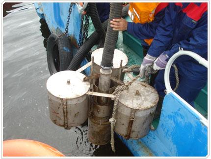 06/08/2009 Нефтепродукт собирается при помощи порогового скиммера
