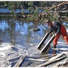 В акваторию Монастырской бухты вытекало дизельное топливо